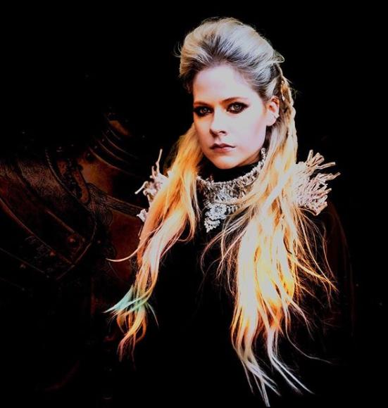 Avril Lavigne Bio, Wiki, Career, Age, Height, Boyfriend, Net Worth, Parents