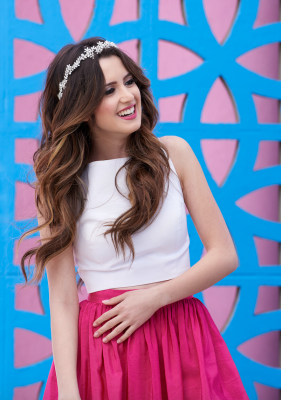 Laura Marano Biography, Wiki, Family, Education, Career, Boyfriend, Body Measurements and Facts